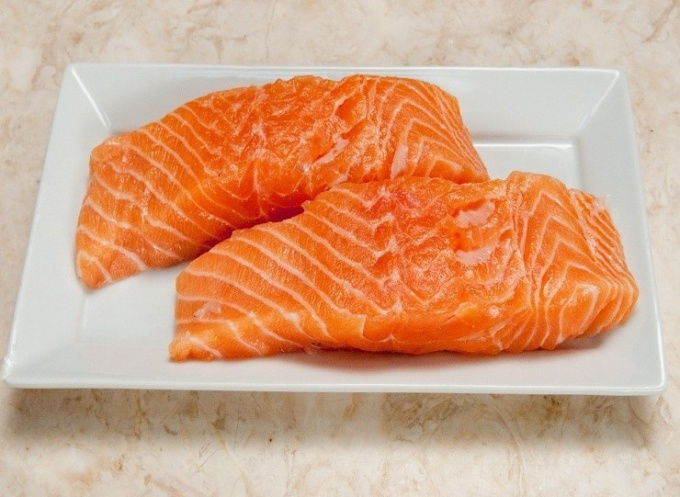 Is it possible to freeze salmon raw