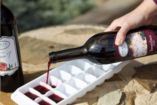 Remains of wine can be frozen in ice molds